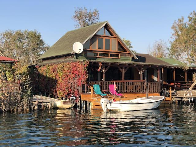 Flamingo RiverHouse/Gratis Bojana Island boat tour