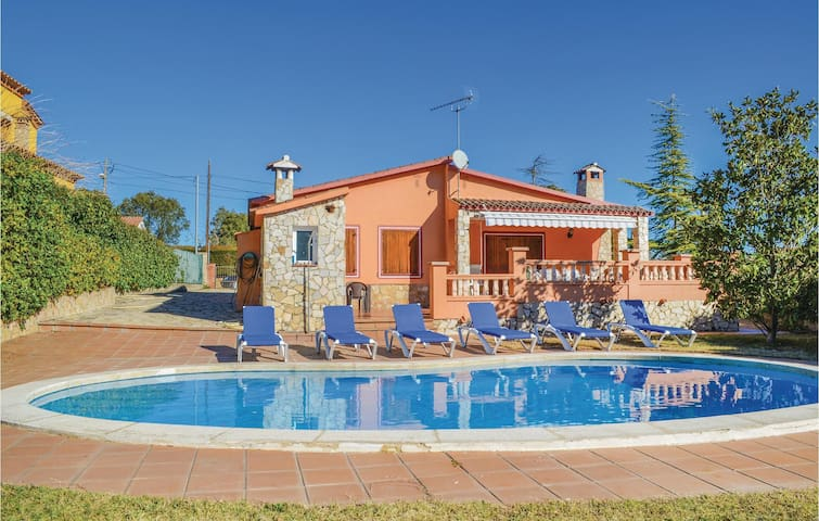 Holiday cottage with 4 bedrooms on 100m² in Caldes de Malavella