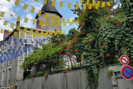 Grande 16C Maison, hidden Jardin - Confolens - Casa