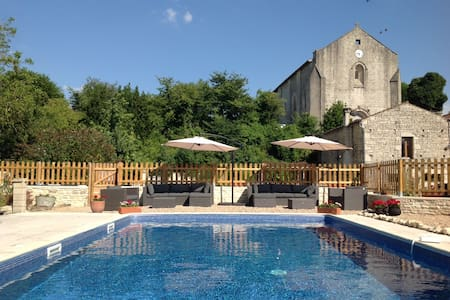 Fig Cottage with pool. In village with shop & bar