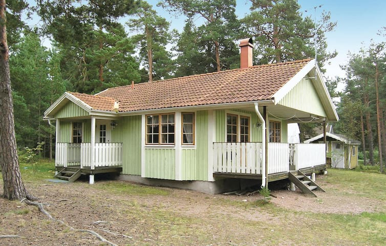 Holiday cottage with 3 bedrooms on 57 m² in Mönsterås