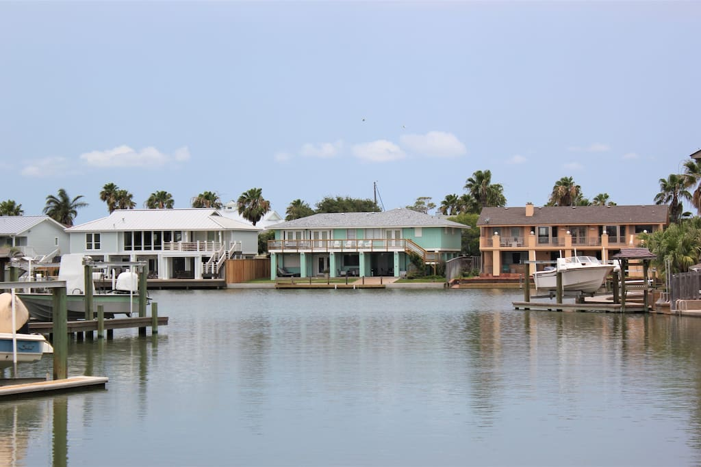 Located on a large canal in beautiful Key Allegro!
