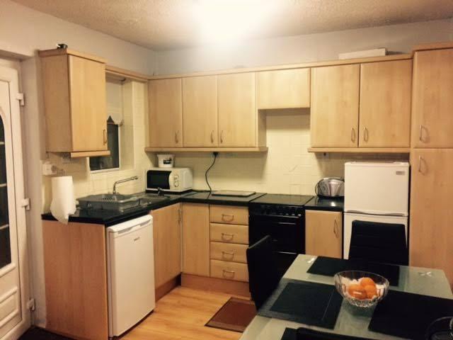 Room1 Affordable bedroom(sleeps 3) Coolock. - Coolock - Bungalow