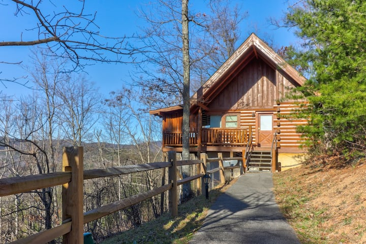 Dog-friendly, mountain, studio cabin w/ a private hot tub & shared seasonal pool
