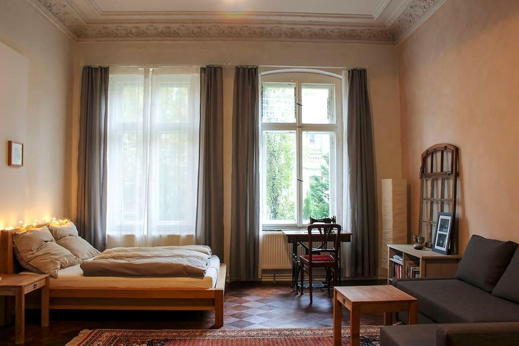 gro es zimmer mit k che in gr nderzeitvilla wohnungen zur miete in halle saale sachsen. Black Bedroom Furniture Sets. Home Design Ideas