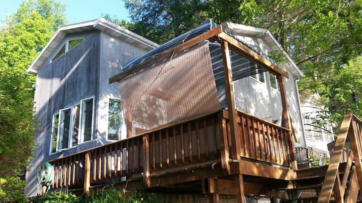 Beautiful Cayuga Lakehouse weekly rentals July Aug