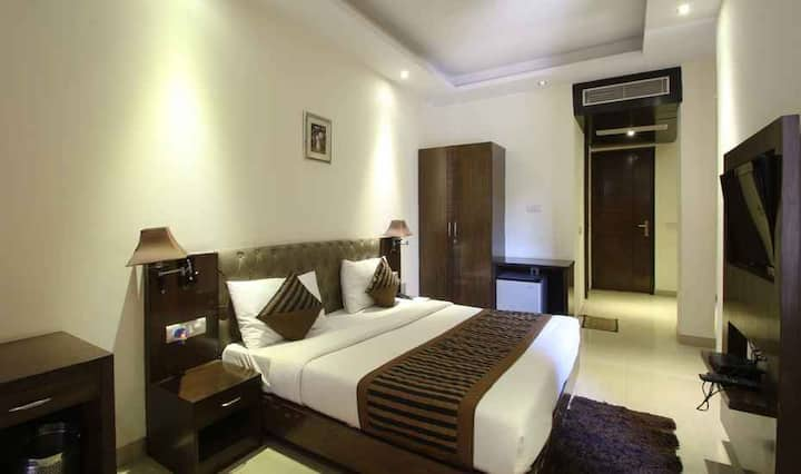 Min. Price Best roomm DLF City-2 Room in Gurgaon