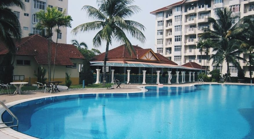 Ocean View Resort [ Able to fit 5-10 People] - Port Dickson - Departamento