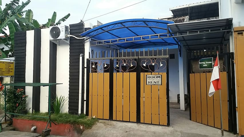 homey house solo - surakarta - House