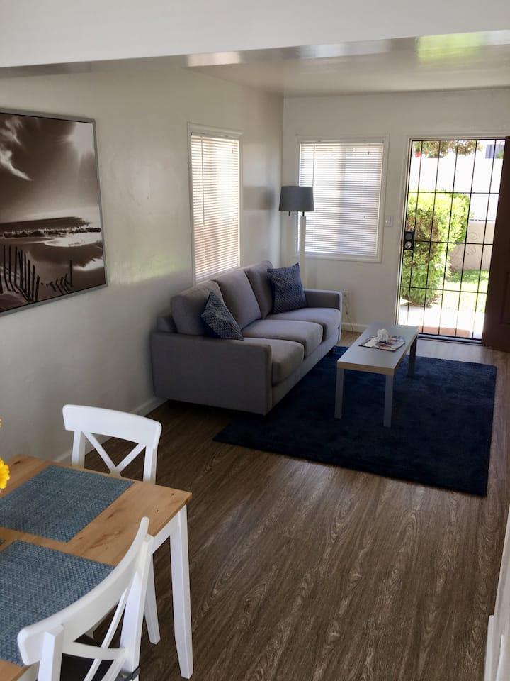 Pacific Beach apartment- 2 blocks to Crystal Pier