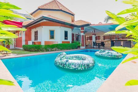 3 Beds Villa near Walking Street Momo Garden Villa - Muang Pattaya