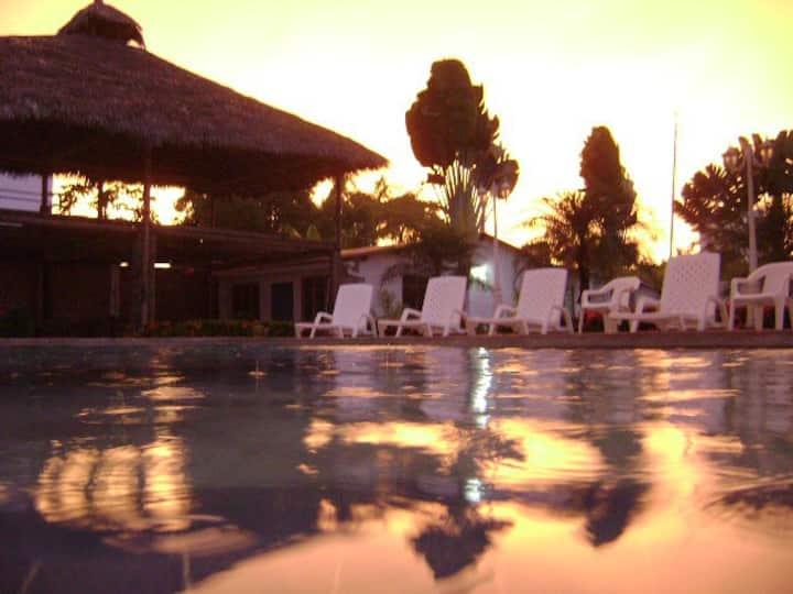 Casa de Playa Tonsupa Club dl Pacífico 16 personas