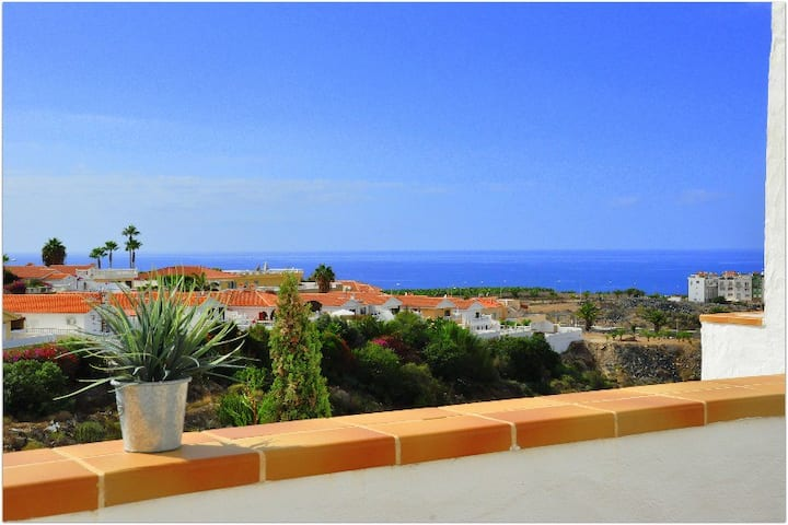 Sunny duplex with sea view of the scenic gorge