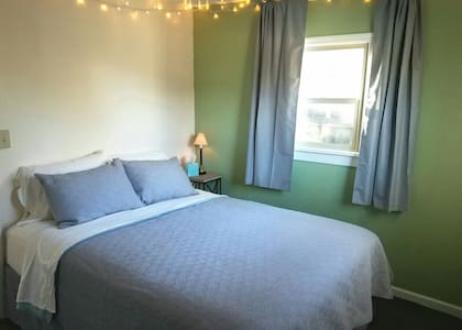 Cozy One Bedroom House in Friendly St. Area - Eugene