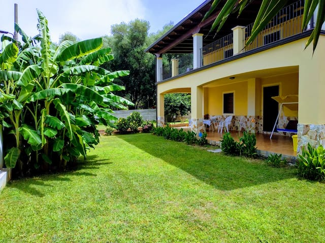 Ground floor in Villa with sea view and parking