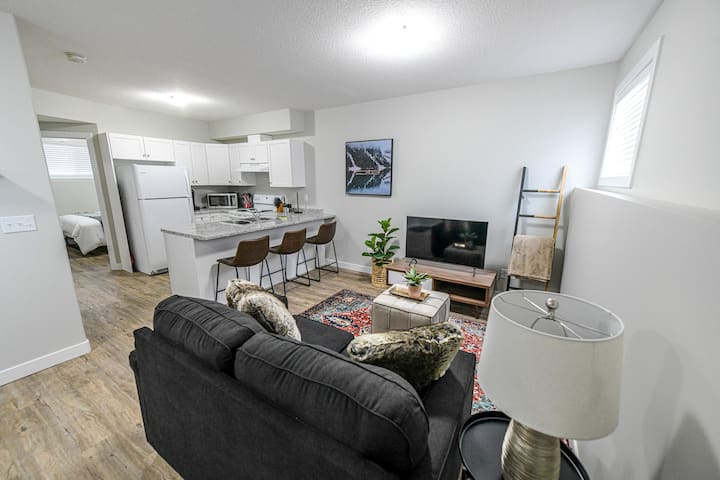 Cozy- 2 bed 1 bath - chic and modern unit!