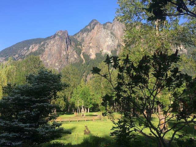 Twin Peaks Glamping Getaway
