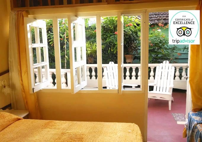 ★Exotic nature views★Terrace+Gazebo+Garage+WiFi★