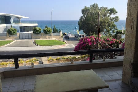 Comfy Room in Beach front house - Limassol