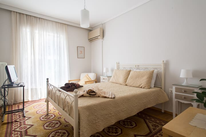 A lightful and quiet apartment close to the center