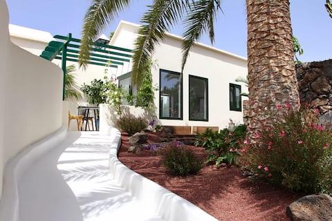 Unique,Stylish & Calm Casa del Estanque by the Sea