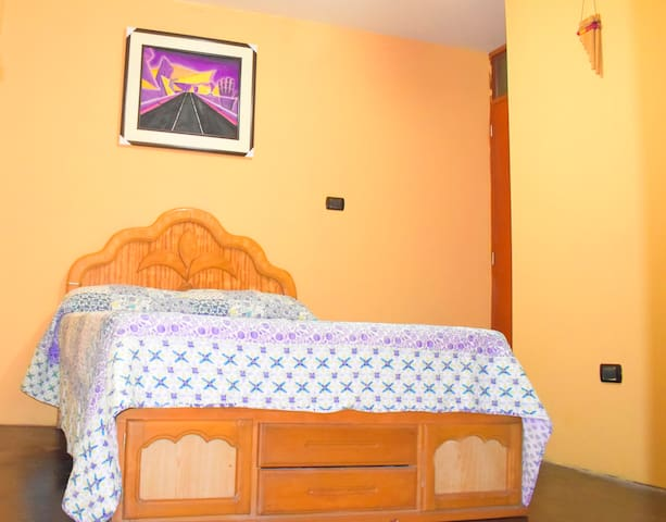 Room + WiFi: Clean room, close to Lima airport.