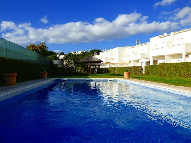 SALGADOS TOWNHOUSE W SHARED POOL, BY ALL AMENITIES - Guia - Casa