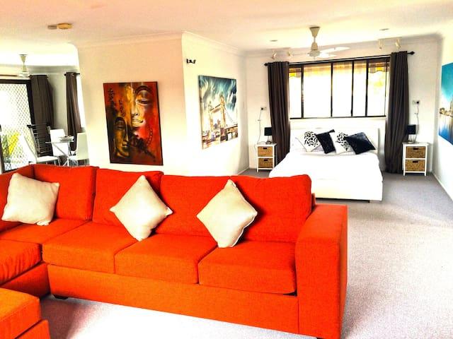 Simply Stunning! Elanora Oasis! - Elanora - House