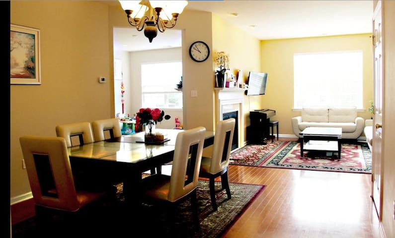 Spacious, gorgeous 2 bedrooms near Princeton