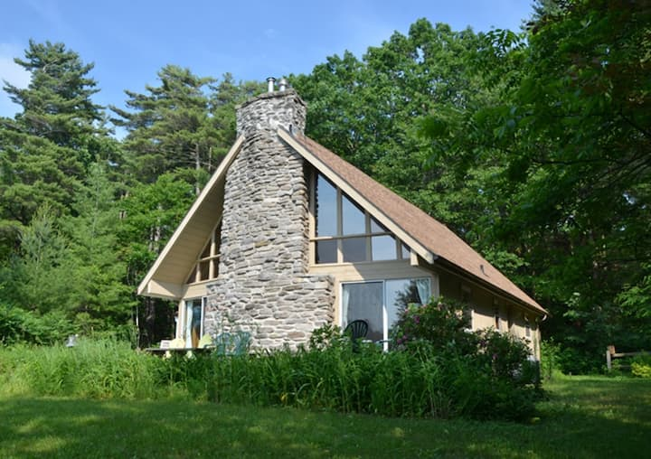 Black River Cottage - Pet-friendly in PEC with canoe and wood-burning fireplace