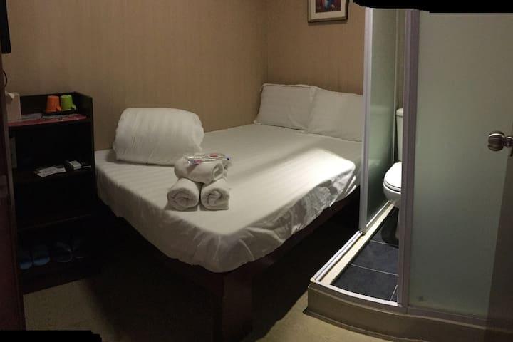 獨立浴廁, 標準大床