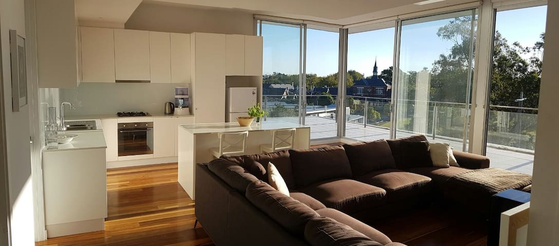 Ensuite Queen Room In Spacious Penthouse + Balcony - Saint Kilda - Apartemen