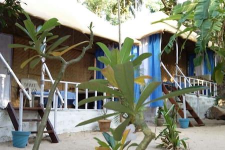 Lovely, clean huts at Chattai Palolem ( Hut C) - Canacona