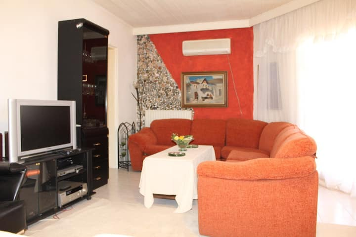 Traditional Cozy Apartment Near Athens Airport II
