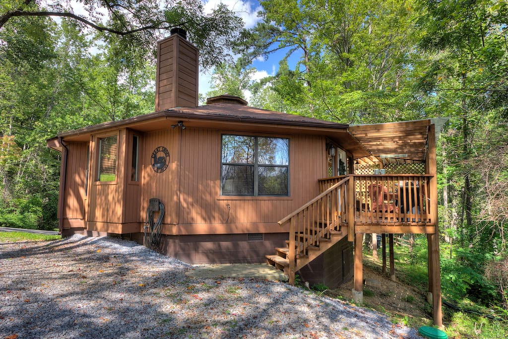 Close to downtown 2 king beds just remodeled cabins for Cabins near downtown gatlinburg