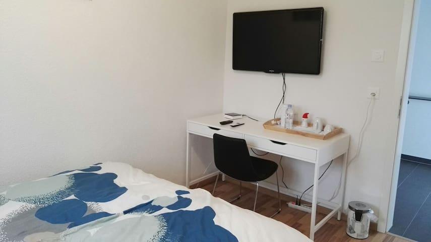 Chambre (lit double)/salle de bain - Tafers - Bed & Breakfast