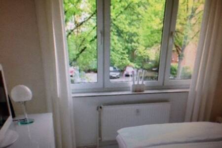 CITY CENTER NEAR CENTRAL STATION - Magdeburg - Bed & Breakfast