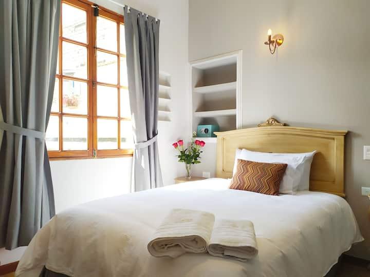 Habitación individual en casa Patrimonial Quito