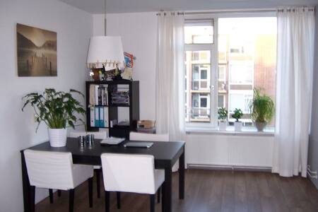Entire appt in Amsterdam with 2 b.rooms/5 persons - Amsterdam