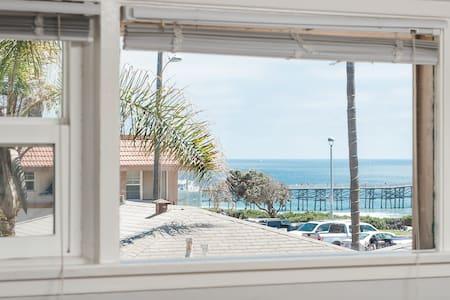 Majestic Diamond Villa! Beach/Food/WiFi/Parking!