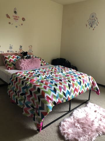 Beautiful and Clean Private Room  **Only Females**