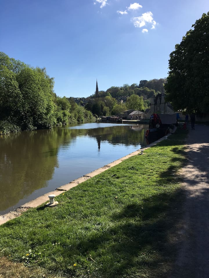 Some visitors to Bath never discover the hidden gem that is the Kennet and Avon Canal.