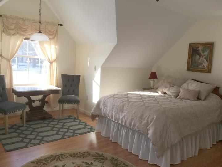 """Loon Meadow Farm Room 1 """"Southern Belle"""""""