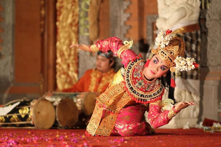 Visit around: Balinese performance in GWK and Nusa Dua