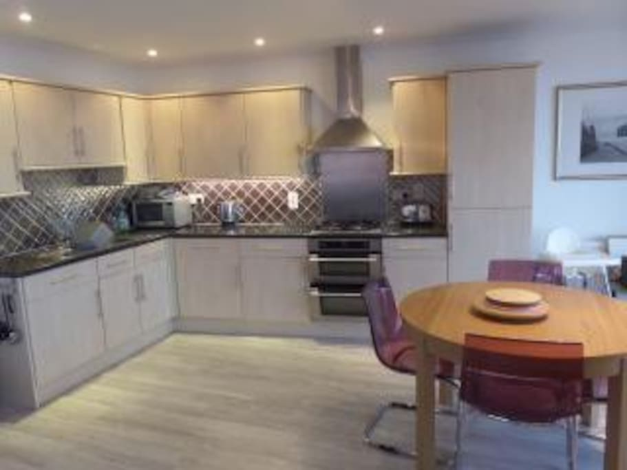 Open plan reception - fully equipped kitchen