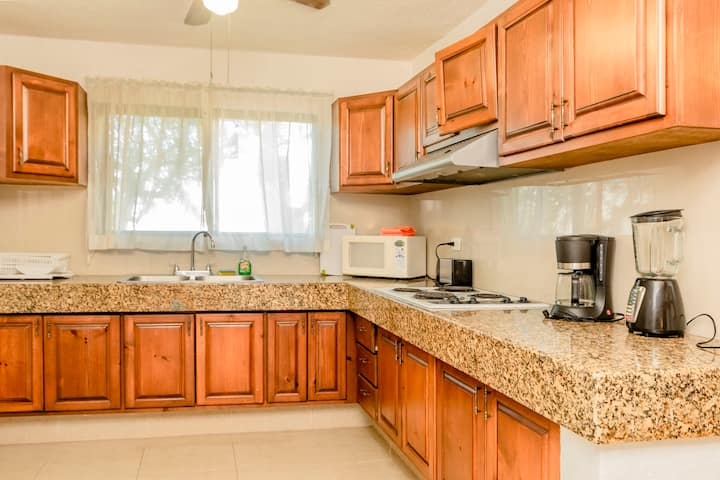 Lockey | Amazing 2BR Condo | BBQ + Pool