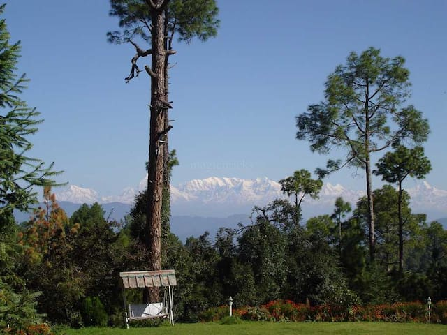 Luxurious British Era Bungalow - Almora - Villa