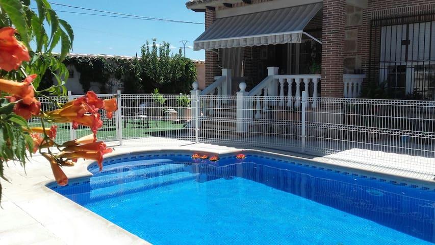 Casa bonita con piscina, junto a  Toledo - Burguillos de Toledo - Rumah