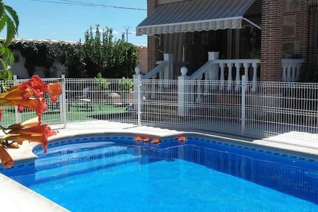 Casa bonita con piscina, junto a  Toledo - Burguillos de Toledo - Haus
