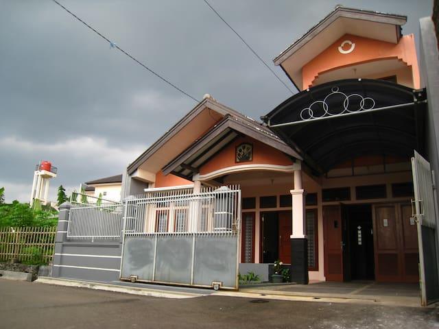 Megaraya Guest House Bandung